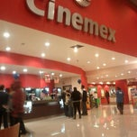 Photo taken at Cinemex Platino by Arturo S. on 1/8/2012