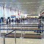 Photo taken at Aeropuerto Internacional José Joaquín de Olmedo (GYE) by pancho j. on 3/20/2012