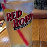 Photo taken at Red Robin Gourmet Burgers by Shayna Y. on 4/22/2012