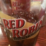 Photo taken at Red Robin Gourmet Burgers by Glen A. on 10/8/2011