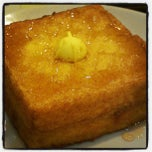Photo taken at Hong Kong Kim Gary Restaurant 香港金加利茶餐厅 by Adrian C. on 4/22/2012