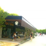 Photo taken at Starbucks Coffee 福岡大濠公園店 by Yuki S. on 2/6/2011