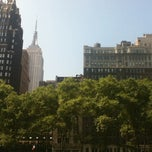 Photo taken at Bryant Park - The Reading Room by Juliana V. on 8/2/2012