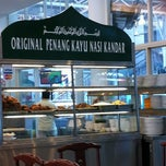 Photo taken at Restoran Original Penang Kayu Nasi Kandar by Baba Hadil B. on 11/19/2011