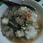 Photo taken at Soto Sore Daging Sapi by Dien Hanif M. on 11/16/2011
