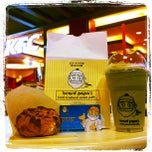 Photo taken at Beard Papa's (เบียร์ด ปาปาส์) by Kitti N. on 2/5/2012