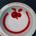 Photo taken at Johnny Rockets by Bela K. on 1/8/2011