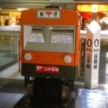 Photo taken at 品川駅 0km ポスト by Hitoshi I. on 6/27/2012