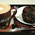 Photo taken at McDonald's / McCafe by Vivienne💋 on 8/11/2012