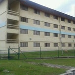 Photo taken at Kolej Kediaman Tun Syed Nasir by Kamarudin K. on 10/15/2011