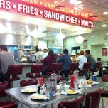 Photo taken at Johnny Rockets by Nelson T. on 11/26/2011
