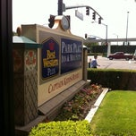 Photo taken at Best Western Park Place Inn by Victor B. on 8/2/2011