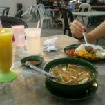 Photo taken at Zam Nasi Lemak by Azhar A. on 6/26/2012