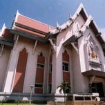 Photo taken at หอสมุดแห่งชาติ (National Library of Thailand) by ¯|¯Õ~b€~Ï~m€~m@​​​x ™. on 2/15/2012
