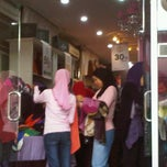 Photo taken at Pearl Haya Gallery by nur intan baizura n. on 8/13/2011