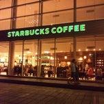 Photo taken at Starbucks Coffee TSUTAYA 横浜みなとみらい店 by Daton F. on 9/10/2011