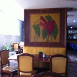 Photo taken at Restaurante Flowers by Raphael C. on 11/26/2011