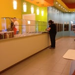 Photo taken at Tutti Frutti Frozen Yogurt by Raymond A. on 6/5/2012
