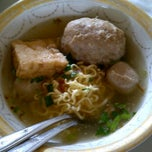 Photo taken at Bakso Titoti Wonogiri by Yosie R. on 9/12/2011