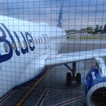 Photo taken at Jetblue Flight 19 by Gahlord D. on 5/14/2012