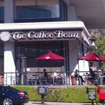 Photo taken at The Coffee Bean & Tea Leaf® by Sylvia D. on 10/9/2011