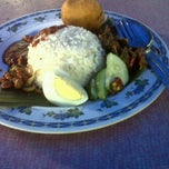 Photo taken at Nasi Lemak Maria by Kobe on 3/11/2012