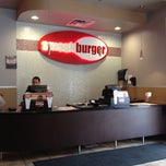 Photo taken at Smashburger by Gil G. on 11/15/2011
