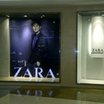 Photo taken at ZARA by h w ø ø w on 9/21/2011