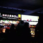 Photo taken at 炎成 Teochew Fishball Noodles by gary c. on 12/24/2011
