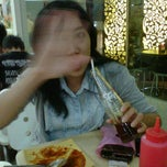 Photo taken at Es Teler 77 - Cilandak Mall by Septawisnu P. on 10/8/2011
