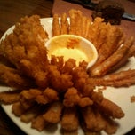 Photo taken at Outback Steakhouse by Tom R. on 9/13/2011