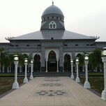 Photo taken at Masjid H Bajumi Wahab by Rendra S. on 8/28/2011