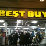 Photo taken at Best Buy by Tom W. on 12/26/2010