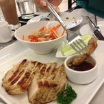 Photo taken at Another Hound Café (อนาเธอร์ฮาวด์ คาเฟ่) by Earb S. on 3/25/2012