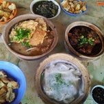 Photo taken at Kiang Kee Bak Kut Teh 强记肉骨茶 by Robert  on 5/12/2012