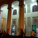 Photo taken at Masjid Agung Al-Makmur Lampriet by Nabil F. on 8/24/2012