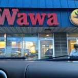 Photo taken at Wawa Food Market #191 by Miguel G. on 2/25/2012