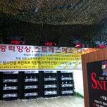 Photo taken at 만년야구연습장 by Ungju L. on 6/14/2012