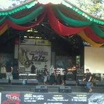 Photo taken at Pasar Seni Ancol by Tyas Y. on 6/29/2012