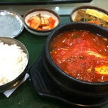 Photo taken at The Palace Korean Restaurant by Edna C. on 2/21/2012