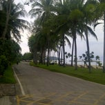 Photo taken at BaanKlangAow Beach Resort by tayo_jang on 3/10/2012