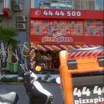 Photo taken at PizzaPizza Kapılar by Arda on 8/18/2012