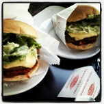 Photo taken at Garage Burger by Leoncio N. on 9/7/2012