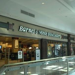 Photo taken at Barnes & Noble by Buboy E. on 2/11/2012