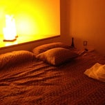 Photo taken at Pirámides Narvarte Suites + Lounge by Gabs V. on 2/24/2012