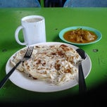 Photo taken at Roti Canai D'Bukit by Sophy Sufian S. on 2/8/2012