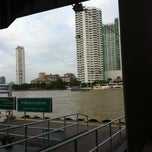 Photo taken at ท่าเรือสาทร (ตากสิน) Sathorn (Taksin) Pier CEN by Auni Z. on 8/7/2012