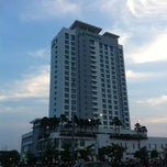 Photo taken at Holiday Inn by ArtFeat A. on 6/17/2012