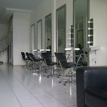 Photo taken at Minik Salon by Khaerunnisa F. on 9/3/2012