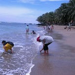 Photo taken at Pantai Anyer (Anyer Beach) by U'Dha T. on 2/5/2012